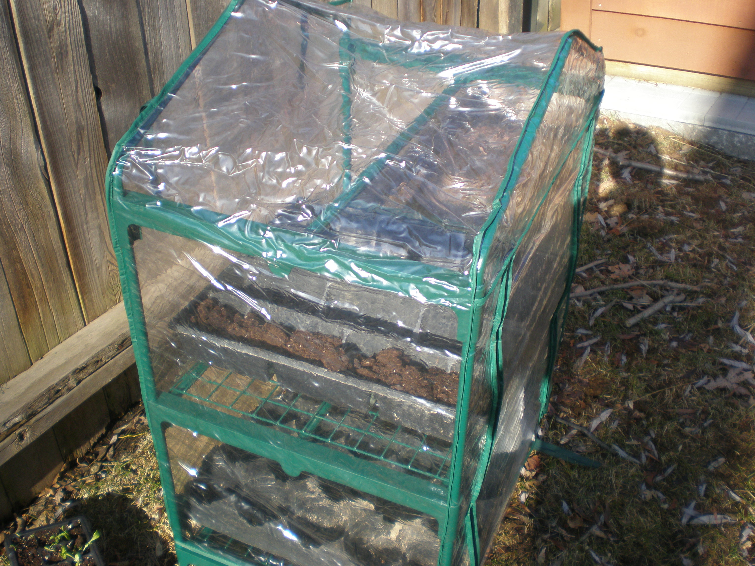 how to build a mini greenhouse for backyard